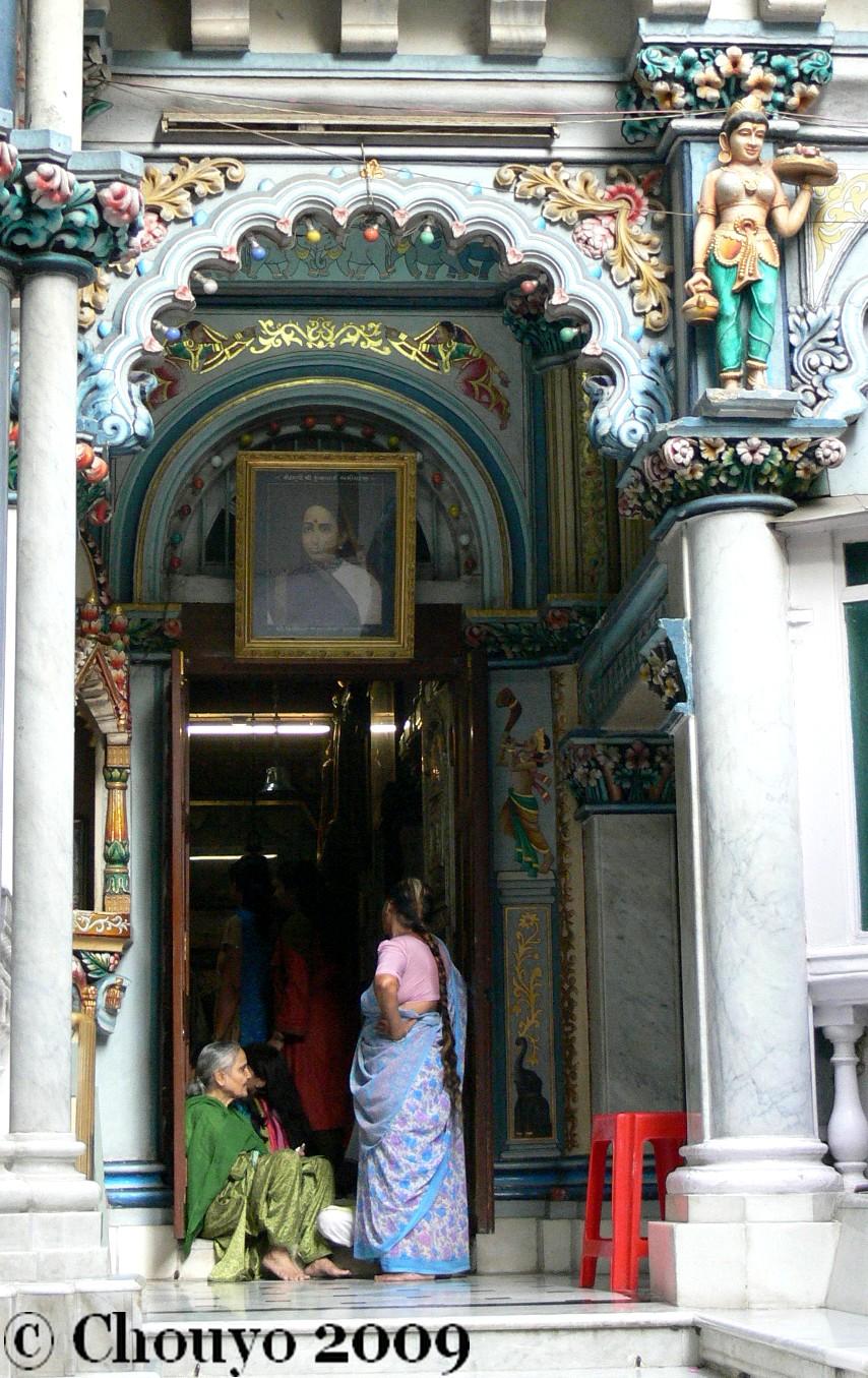 mumbai-femmes-au-temple-jain